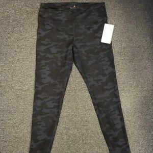 💥 NWT Women's active pants size L